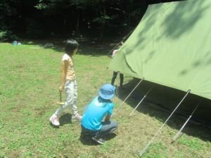 ジュニアのテント、しっかり建てられたかな?