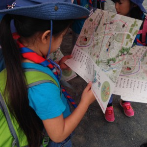 地図を眺めてルートを確認。どの道を行くのかな?