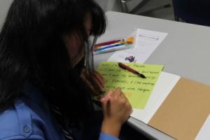 レンジャーはサラサラと英語でお手紙。さすがです!