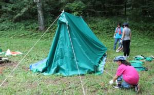 6月と7月に練習したテント建て。みんなで声を掛け合って建てます