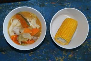ゆでトウモロコシもつけて、1日目の夕食完成です